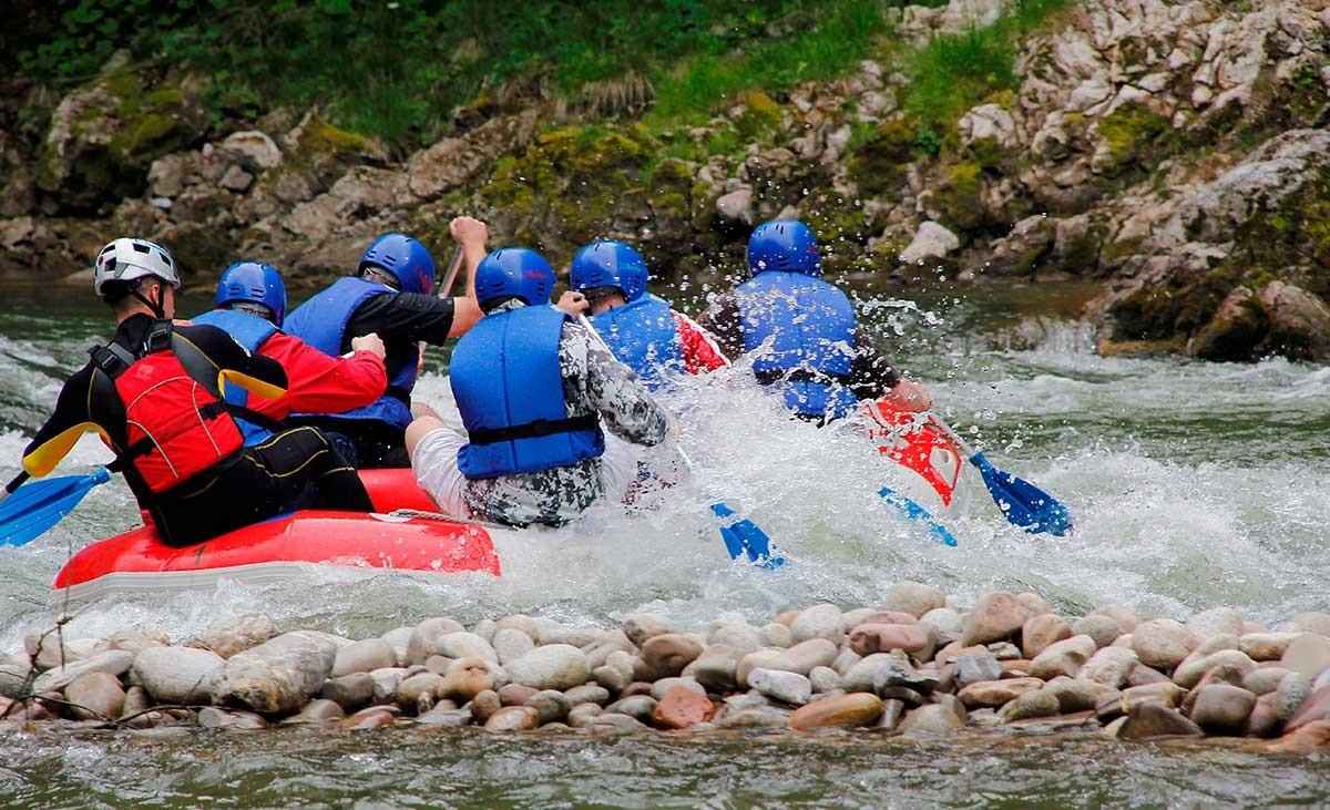 RAFTING-splywy-pontonowe-na-gorskich-rzekach